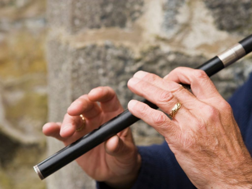 How can i learn to play the tin whistle